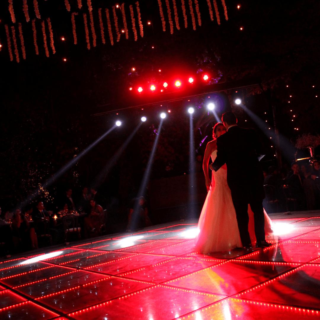 Vals de boda LarAudio con luces robóticas