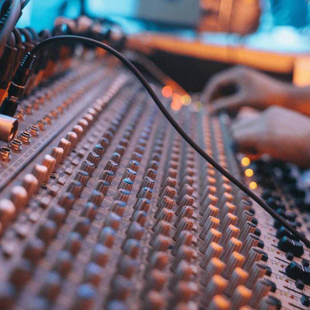 Consola de audio profesional LarAudio